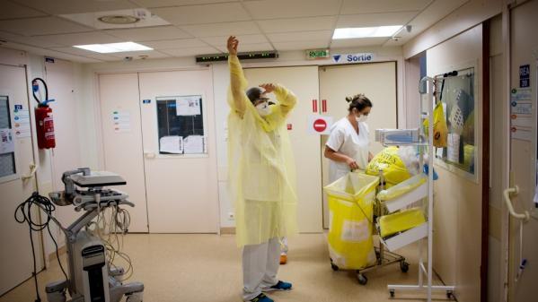 Coronavirus : 44 morts en 24 heures dans les hôpitaux en France, la baisse se poursuit en réanimation