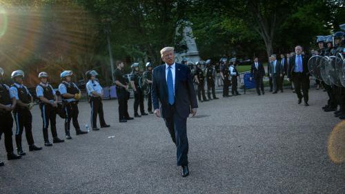 DIRECT. Mort de George Floyd: des associations portent plainte contre Donald Trump après la dispersion de manifestants devant la Maison Blanche