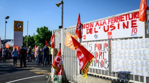 """""""Non à la casse du moteur d'emploi"""" : à Choisy-le-Roi, une marche organisée pour protester contre la fermeture de l'usine Renault"""