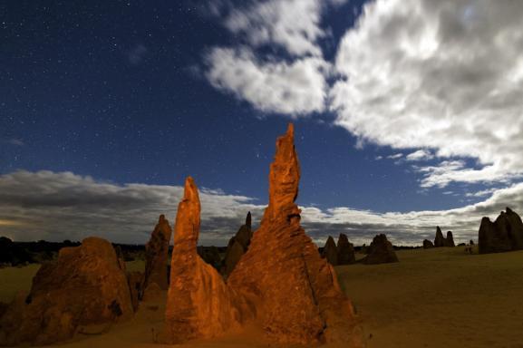 Clair de Lune sur le desert des Pinnacles, dans le parc national de Nambung en Australie-Occidentale. Juillet 2015