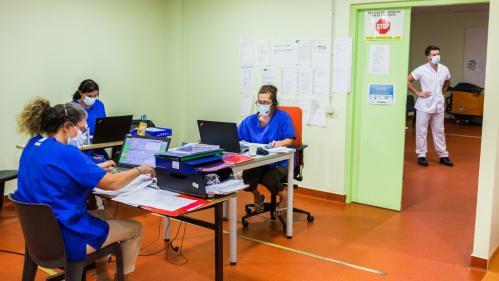 Coronavirus : 27 décès en 24 heures en France, la baisse du nombre de malades en réanimation se poursuit