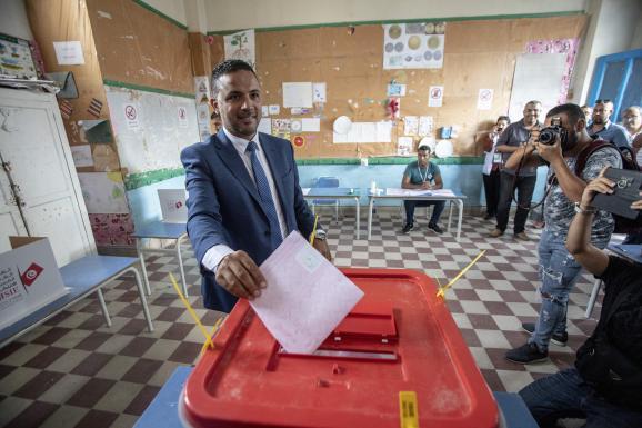 Le chef de file de la coalition Al Karama,Seifeddine Makhlouf, dans un bureau de vote de Tunis lors des élections législatives du 6 octobre 2019.