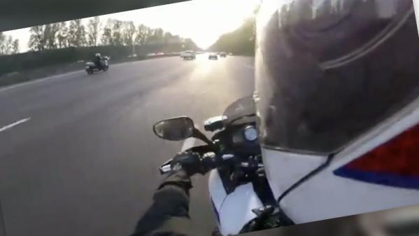 Que sait-on de cette vidéo virale de course-poursuite entre des policiers à moto et un homme à scooter ?