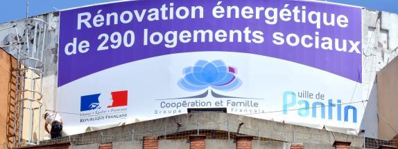 Des travaux de rénovation énergétique, le 18 mai 2015 à Pantin (Seine-Saint-Denis).