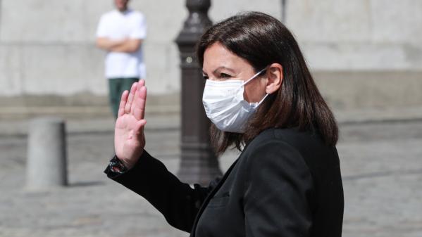 """La maire de Paris, Anne Hidalgo, déclare avoir eu le coronavirus sans """"vraiment de symptôme"""""""