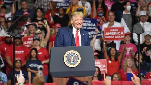 Etats-Unis : Donald Trump gèle les cartes vertes et de nombreux visas de travail jusqu'en 2021
