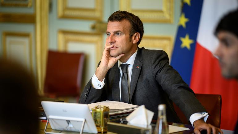 Emmanuel Macron lors d'un Conseil européen en vidéoconférence depuis l'Elysée, à Paris, le 19 juin 2020.