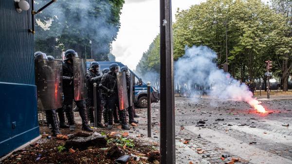 Paris : des CRS ont reçu des projectiles contenant un produit chimique lacrymogène lors de la manifestation des soignants du 16 juin