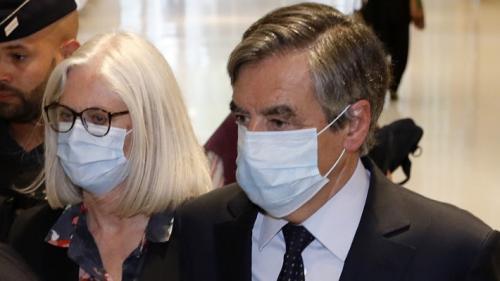"""""""Rien n'aurait pu justifier la rémunération perçue"""" : pourquoi le tribunal a lourdement condamné François Fillon pour les emplois fictifs de sa femme"""