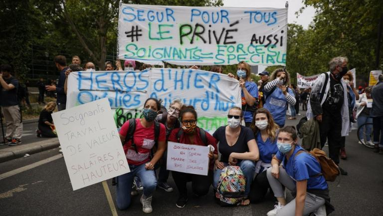 Le personnel soignant lors de la manifestation du 30 juin 2020 à Paris.
