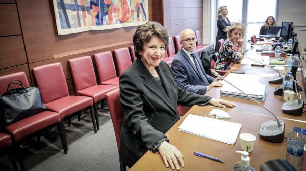 """VIDEO. """"Quand on est ministre, il faut tout connaître"""" : Roselyne Bachelot tacle Agnès Buzyn au sujet du stock de masques pendant la crise du Covid-19"""
