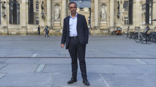 """Bordeaux : le nouveau maire, Pierre Hurmic, pense aller """"vers une interdiction"""" de la voiture"""