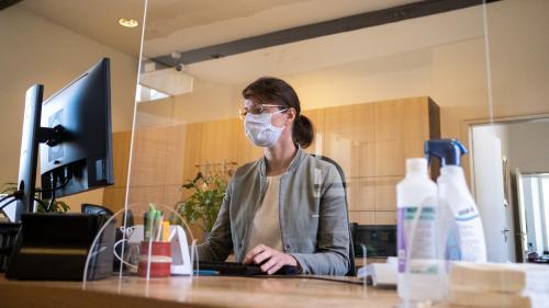 Coronavirus : le gouvernement va demander aux entreprises d'avoir 10 semaines de stocks de masques en cas de seconde vague