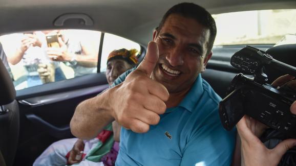 Karim Tabbou à sa sortie de la prison de Koléa, le 2 juillet 2020.