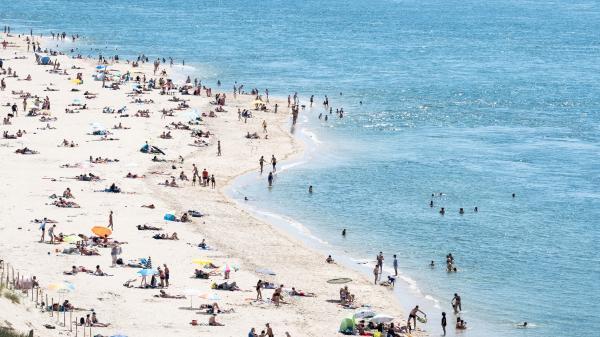 Juan-les-pins : les premiers touristes arrivent sur les plages