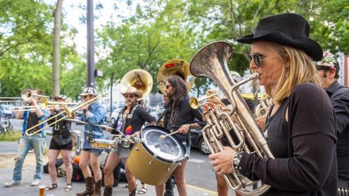 Culture : les artistes inventent le déconfinement musical