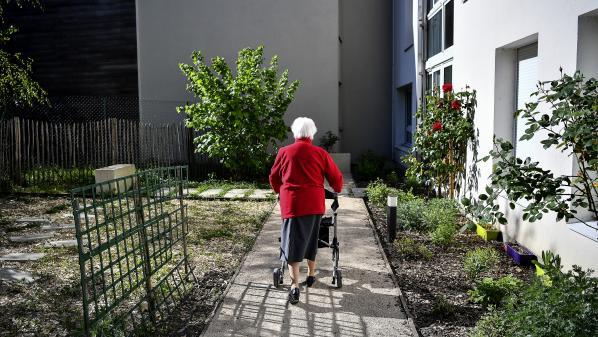 Remaniement : des syndicats de retraités demandent la nomination d'un ministre chargé des personnes âgées