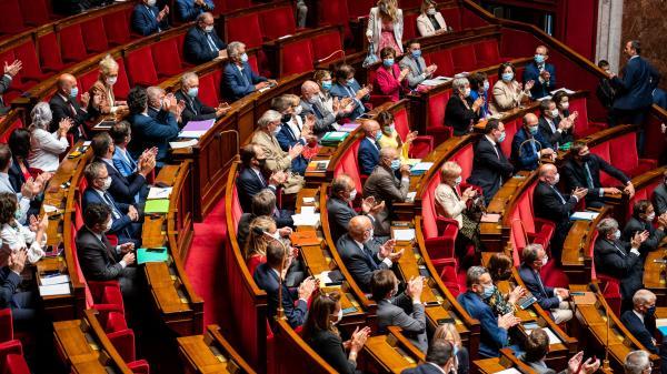 Image de couverture - Municipales : seuls quatre députés sur dix sont des élus locaux, contre plus de la moitié au début du quinquennat