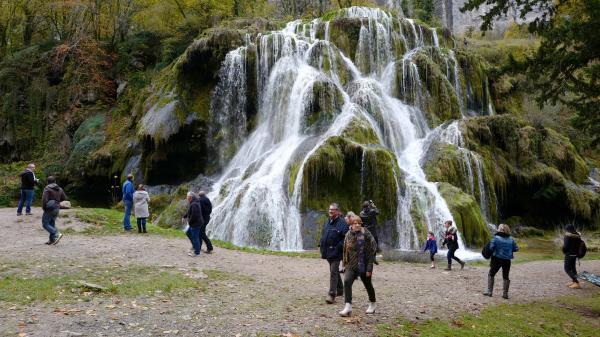 Un été en France. La cascade des Tufs dans le Jura