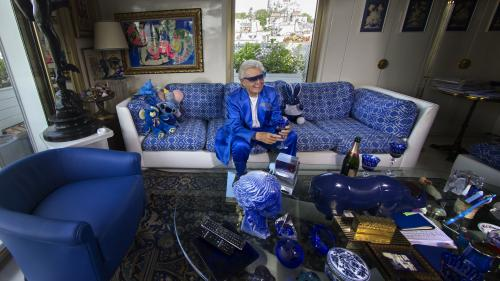 La collection bleue de Michou exposée à Paris avant sa mise aux enchères le 10 juillet