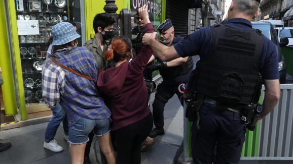 Des militantes féministes dénoncent la nomination de Gérald Darmanin au ministère de l'Intérieur, jeudi 7 juillet 2020 à Paris.