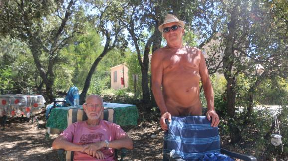 Alain et Georges au camping de Bélézy (Vaucluse), le 6 juillet 2020.
