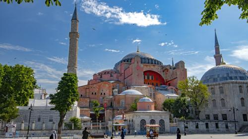 Turquie : le président Recep Tayyip Erdogan redonne à Sainte-Sophie son statut de mosquée