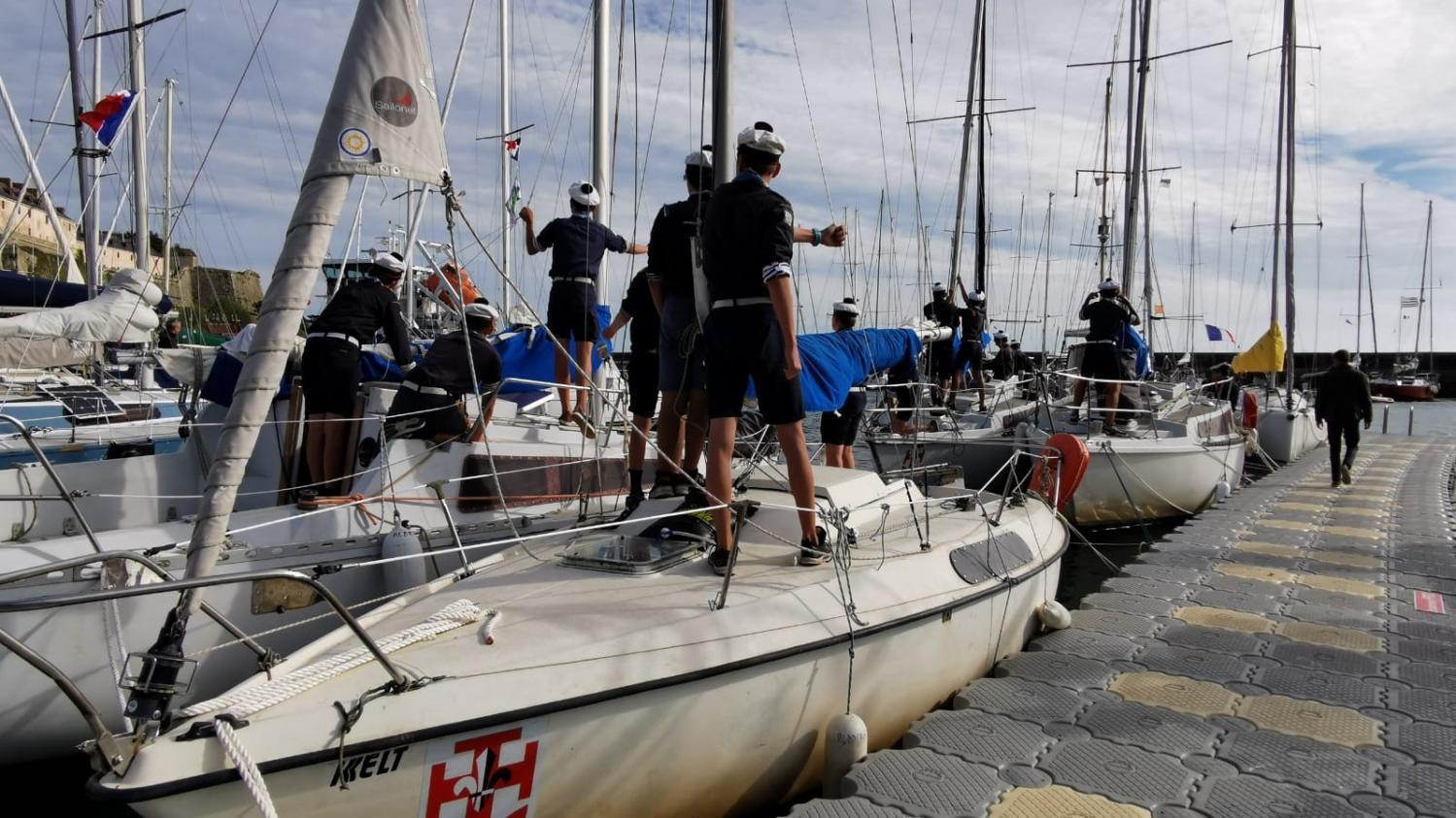 """""""Cela fait partie de la pédagogie du scoutisme"""" : en mer, les scouts marins de Nantes redoublent de vigilance face au coronavirus"""