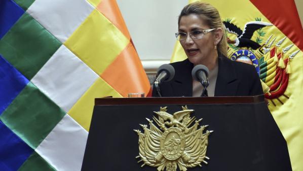 Bolivie : la présidente par intérim, Jeanine Añez, annonce avoir été testée positive au coronavirus