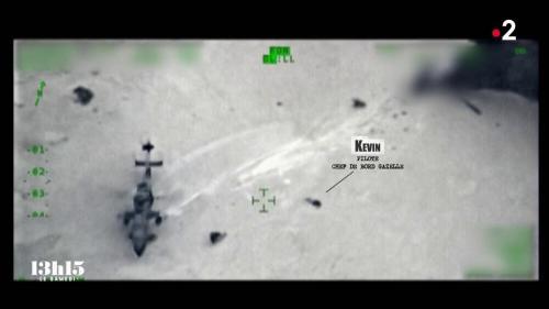"""Cette nuit de mi-juin 2019 au Mali, un hélicoptère des forces françaises s'écrase en pleine zone de combats. L'équipage du Tigre qui le suit décide alors de se porter au secours des trois militaires au sol…Le caporal-chef Maxime Blasco, 34 ans, du 7e bataillon de chasseurs alpins de Varces, tué vendredi 24 septembre 2021 au Mali, était à bord avec deux autres camarades. Rediffusion de ces témoignages extraits du magazine """"13h15 le samedi"""" du 11juillet 2020..."""