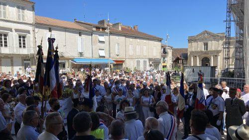 Aiguillon : plus de 2 000 personnes réunies dans une marche blanche en hommage à la gendarme Mélanie Lemée
