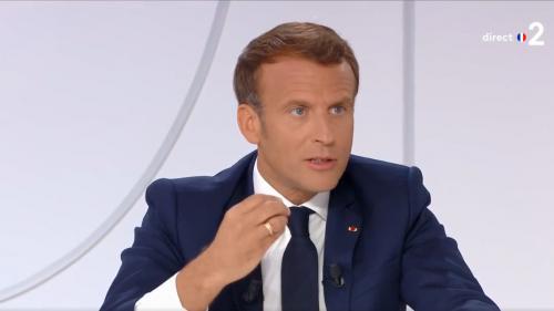 """VIDEO. Affaire Darmanin : Emmanuel Macron évoque sa """"relation de confiance, d'homme à homme"""" avec son ministre de l'Intérieur"""