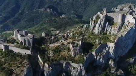 Image de couverture - Destination France : Châteaux cathares, les citadelles du vertige