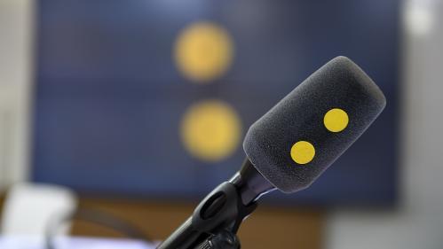 Les masques obligatoires dans les lieux publics clos, le plan de relance européen, Laurent Joffrin qui se lance en politique... Les informés du lundi 20 juillet