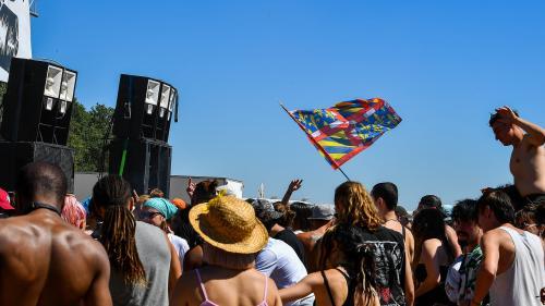 Le maire de Stains écrit au préfet après une fête qui a réuni 2 000 personnes, la préfecture du Val-d'Oise interdit les rave, free-party et teknival du 24 au 27 juillet