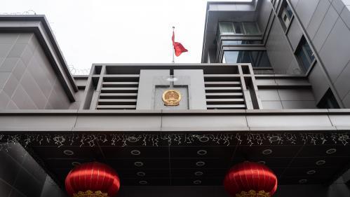 """""""Nid d'espions"""", soupçons de vol de propriété intellectuelle... On vous raconte ce qu'il s'est passé au consulat chinois à Houston, au coeur des tensions entre la Chine et les Etats-Unis"""