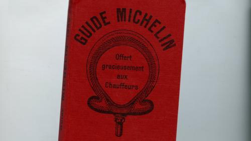 Un guide Michelin de 1900 adjugé à 26500 euros, nouveau record mondial
