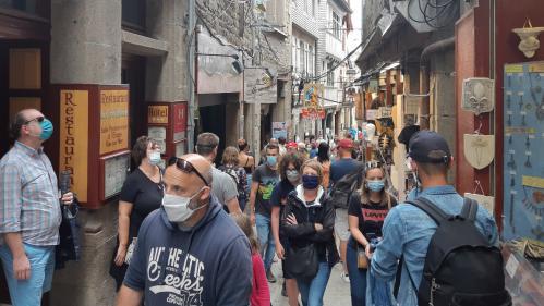Coronavirus : va-t-il falloir porter un masque à l'extérieur?