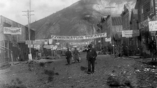 «Dawson City : le temps suspendu», documentaire exceptionnel sur l'histoire d'une ville entre ruée vers l'or et débuts du cinéma