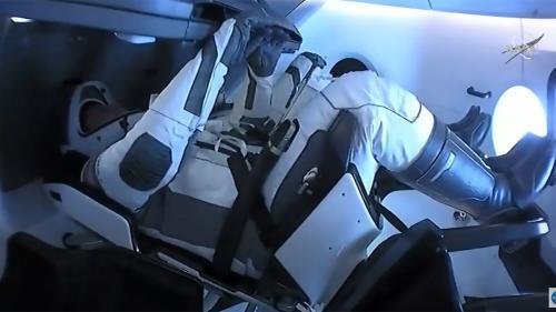 DIRECT Les astronautes américains revenus sur Terre à bord d'une capsule SpaceX sont en train d'être récupérés au large de la Floride