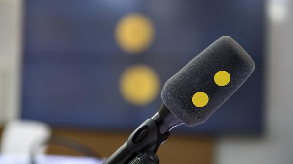 La «prime Covid» pour les auxiliaires de vie, les inquiétudes du Conseil scientifique, la disparition retardée de France 4… Les informés du mardi 4 août