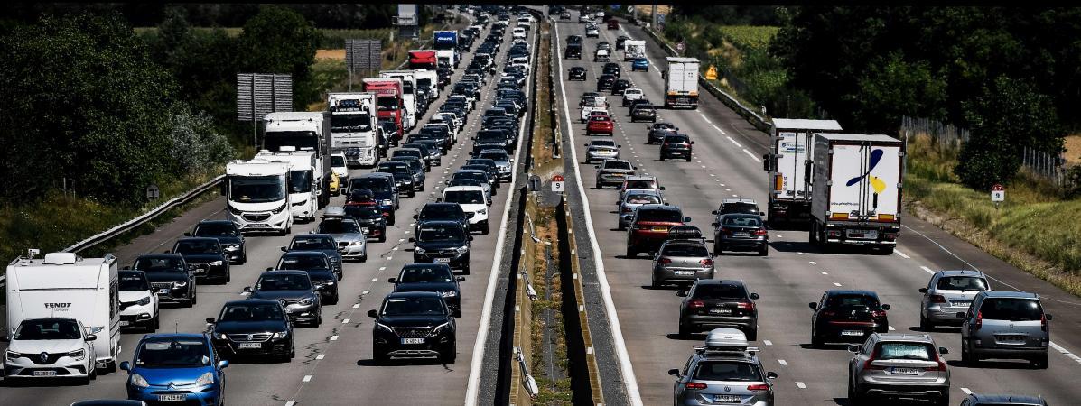 Le trafic a été très important sur les routes, samedi 1er août 2020, comme ici près de Reventin-Vaugris (Isère).