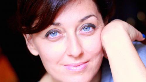 Une femme en été. Florence Sandis, coach et formatrice, fondatrice du Mediaclub'Elles