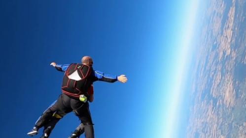 Insolite : un premier saut en parachute... à 95 ans