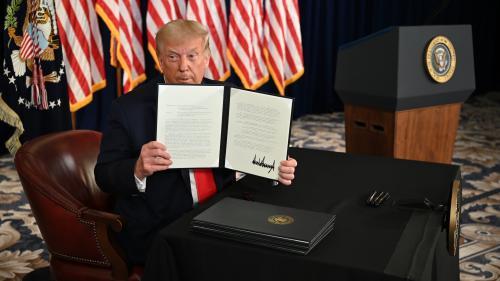 Etats-Unis : Donald Trump promulgue par décret un nouveau plan d'aide aux Américains