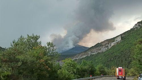 Hautes-Alpes : 100 hectares de forêts brûlés, des touristes évacués