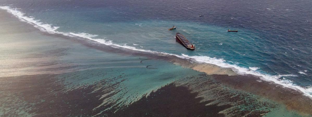 Une marée noire s\'écoule duMV Wakashio, au large de l\'île Maurice,le 9 août 2020.
