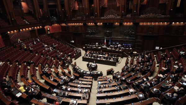 """""""Ils restitueront cet argent"""" : en Italie, cinq députés ont demandé une aide financière pendant le confinement"""