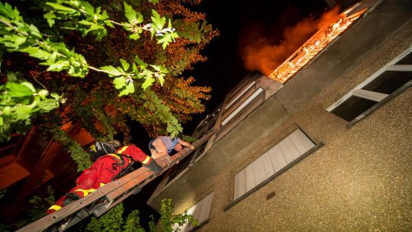 Vincennes : deux morts dans un incendie d'une rare violence dans un immeuble