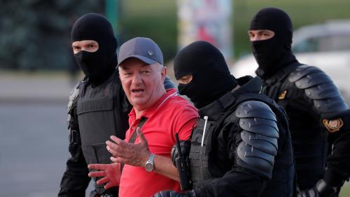 """Biélorussie : un millier de nouvelles arrestations et des tirs à balles réelles, Emmanuel Macron exprime """"sa très grande préoccupation"""""""